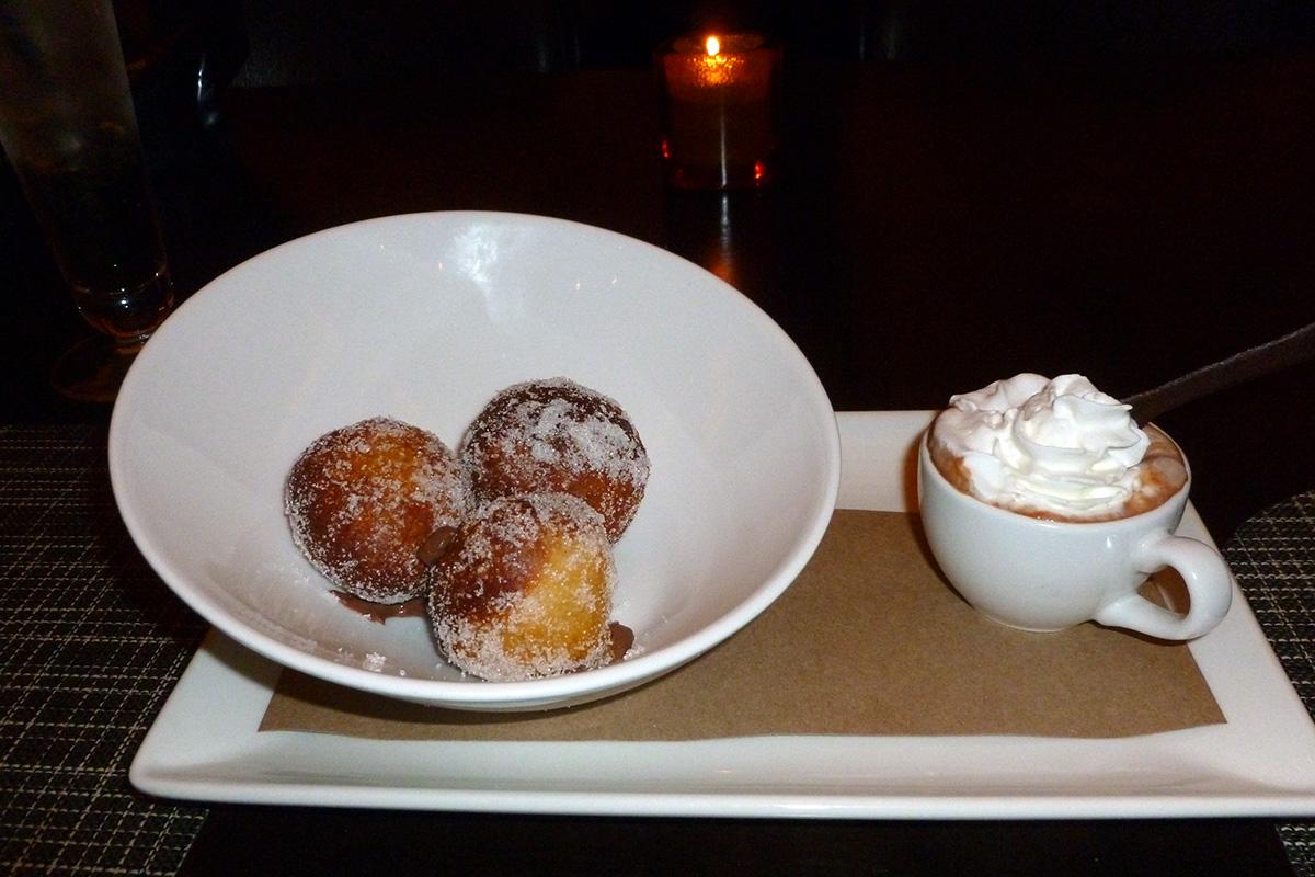 Roberts Steakhouse - Donut Dessert